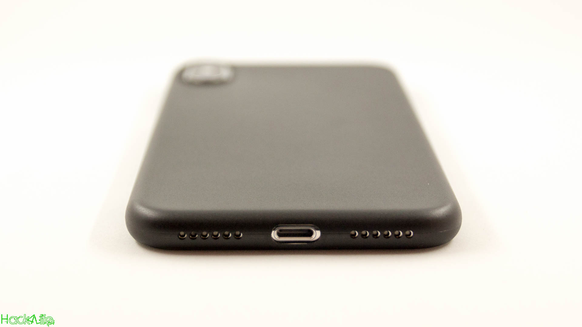 Genaue Aussparungen für den Lautsprecher und den Lightning Anschluss beim iPhone X mit der ultraslim Case von CellBee, Test, Review, Hack4Life, Fabian Geissler
