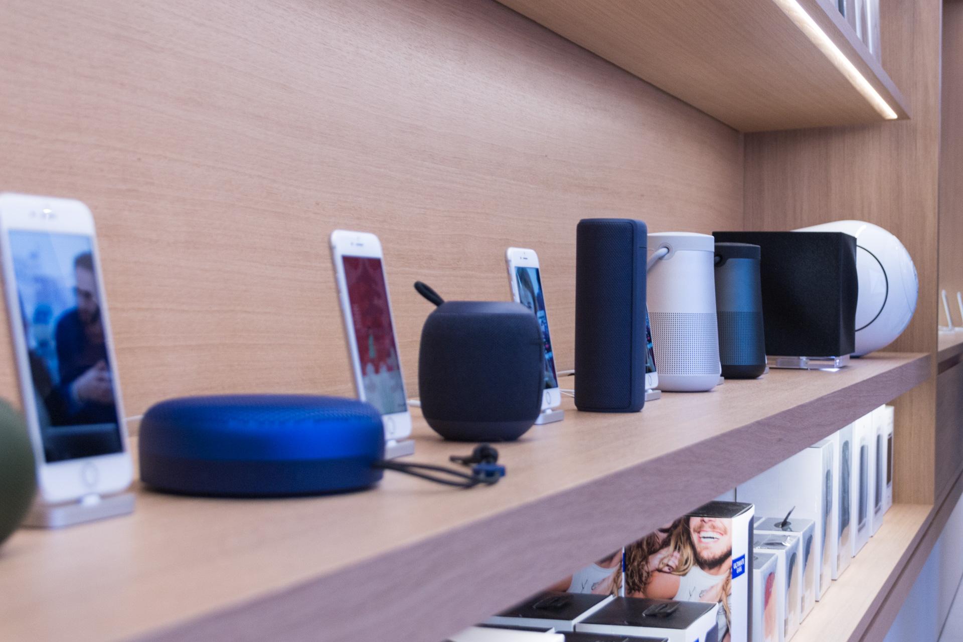 Ausgestellte Lautsprecher im Apple Store Kärntnerstraße, Wien, Grand Opening, Hack4Life, Fabian Geissler
