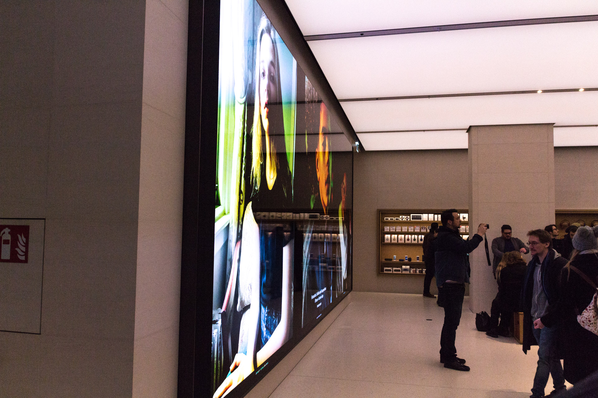 Der riesige 8k Bildschirm im Apple Store Kärntnerstraße, Wien, Grand Opening, Geheimnis, Hack4Life, Fabian Geissler