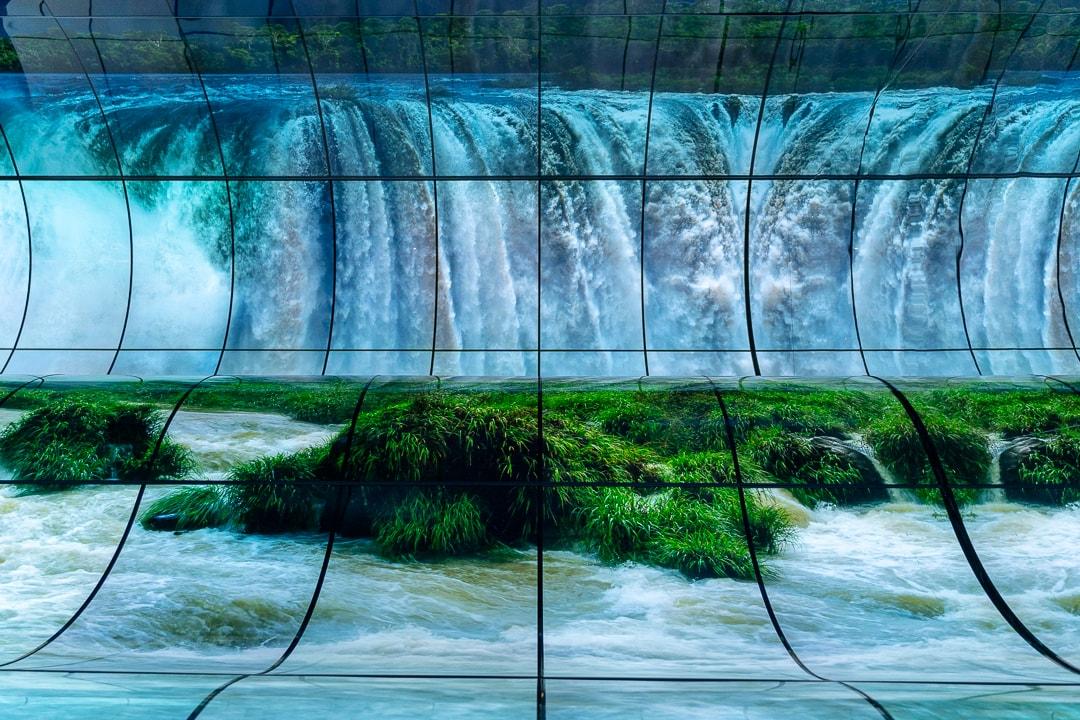 Wasserfall auf der LG OLED Falls Isntallation, LG, CES, Las Vegas, OLED, OLED Bildschirm, OLED Demonstration, OLED Installation, Las Vegas Convention Center