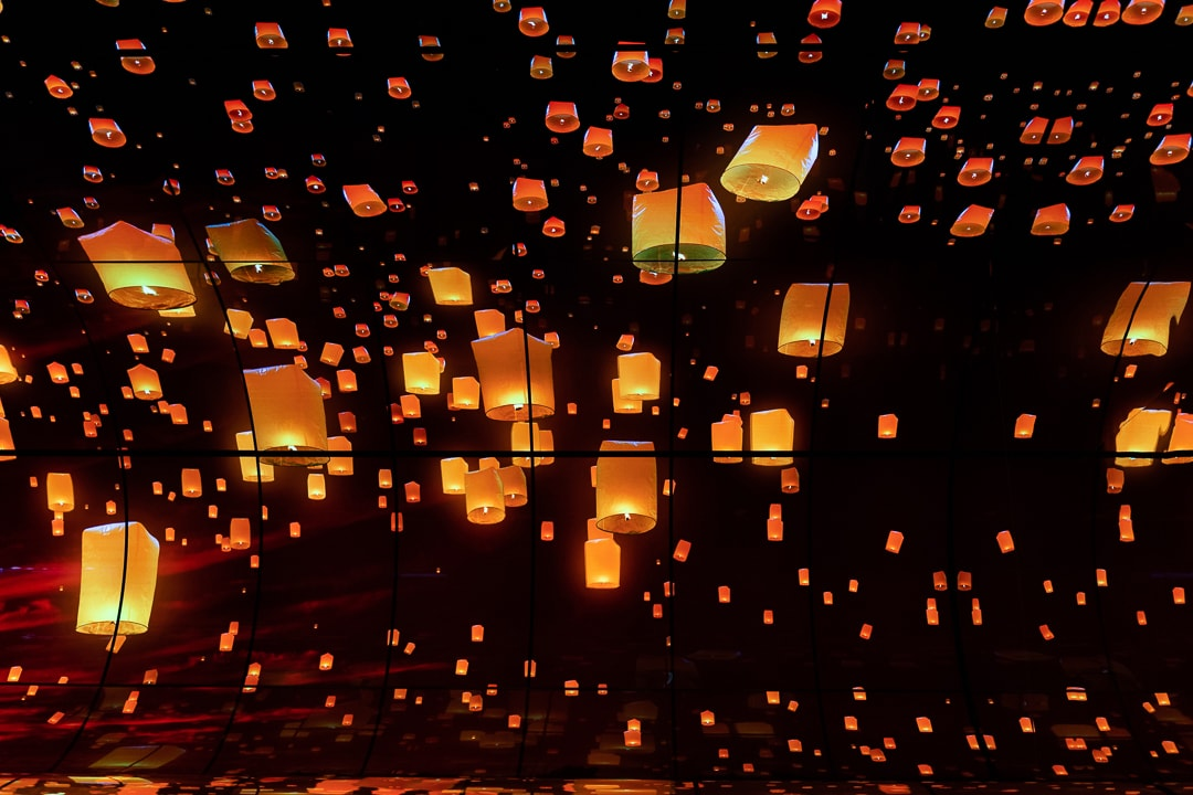 Aufsteigende Lampions, LG, OLED, LG OLED Falls, CES, Las Vegas, Fabian Geissler, Hack4Life