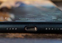 CellBee Hülle für das iPhone 11 Pro Max im Test, Schwarz, Hack4Life, Fabian Geissler, Metalltisch, Spiegelung im iPhone
