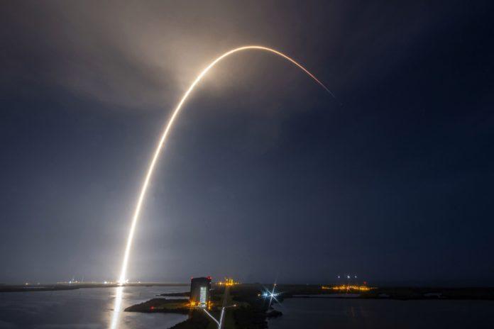 Internet via Satellit, SpaceX schickt Sterling Satelliten ins Weltall